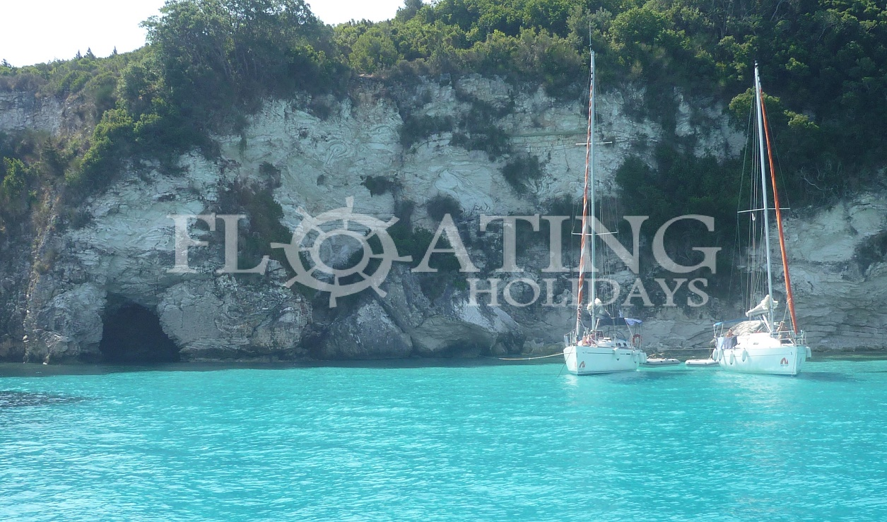 antipaxos-summer-holiday-sailing-boat-clear-water